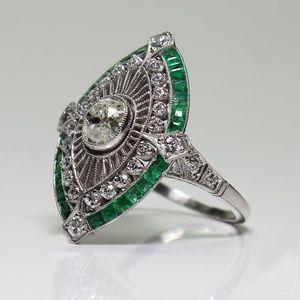 Size 8 Vintage Style Silver Rhinestone Ring